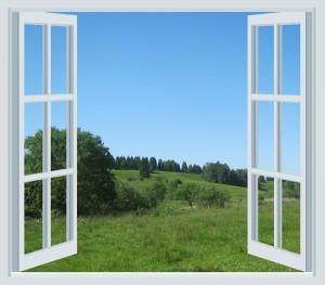 ventana abierta y paisaje verde